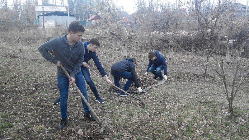 Учебные заведения города присоединились к городским субботникам (ФОТОРЕПОРТАЖ), фото-11