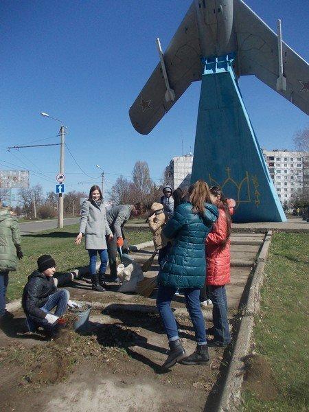 Учебные заведения города присоединились к городским субботникам (ФОТОРЕПОРТАЖ), фото-15
