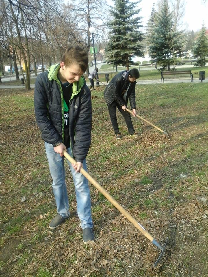 Учебные заведения города присоединились к городским субботникам (ФОТОРЕПОРТАЖ), фото-23