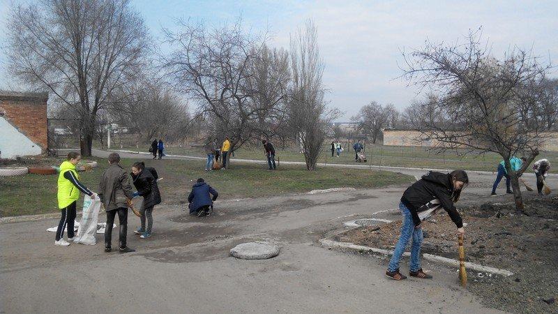 Учебные заведения города присоединились к городским субботникам (ФОТОРЕПОРТАЖ), фото-7