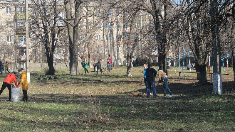 Учебные заведения города присоединились к городским субботникам (ФОТОРЕПОРТАЖ), фото-3
