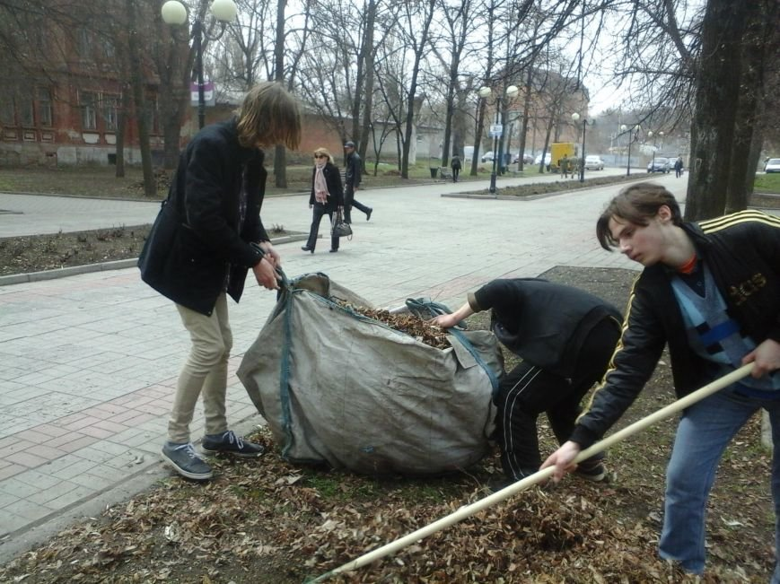 Учебные заведения города присоединились к городским субботникам (ФОТОРЕПОРТАЖ), фото-22