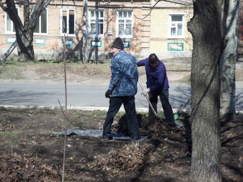 Учебные заведения города присоединились к городским субботникам (ФОТОРЕПОРТАЖ), фото-1