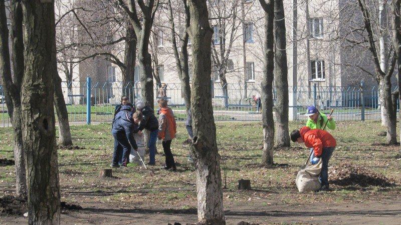 Учебные заведения города присоединились к городским субботникам (ФОТОРЕПОРТАЖ), фото-5