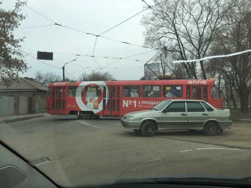 """В Харькове """"дрифтующий"""" трамвай перекрыл дорогу (ФОТО), фото-2"""