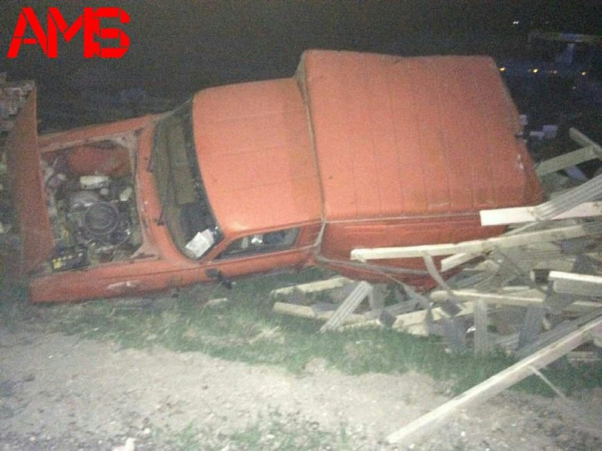 Под Симферополем фургон, помяв BMW, улетел с дороги и перевернулся (ФОТО), фото-3