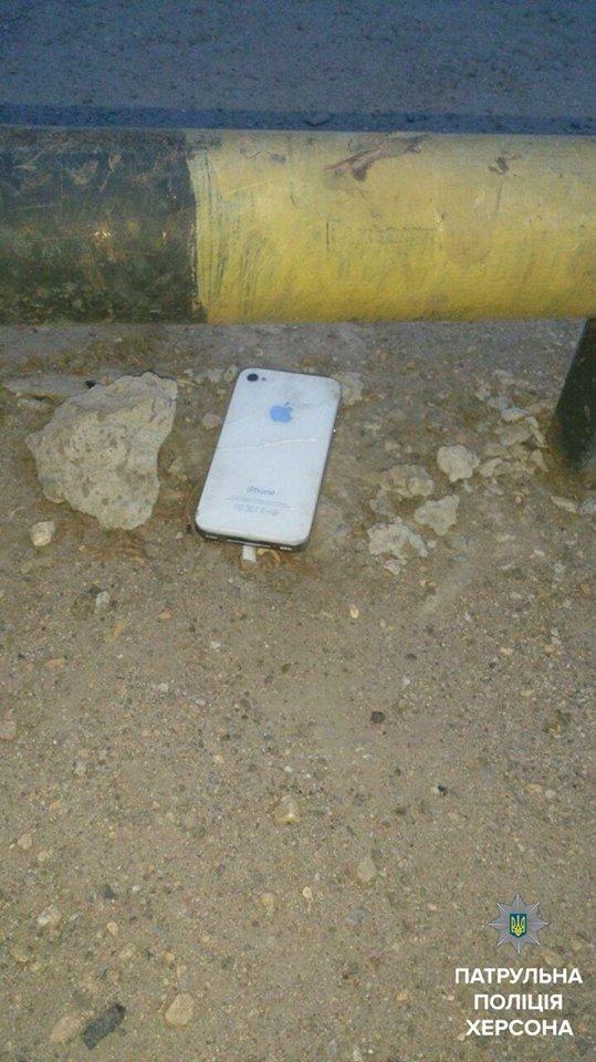 """В Херсоні чоловіка побили за """"iPhone"""", фото-1"""