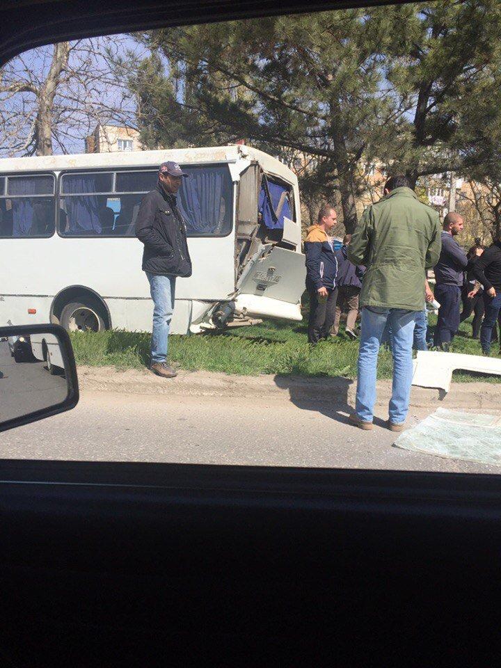В Симферополе в столкновении двух маршруток пострадали 10 человек (ФОТО), фото-5