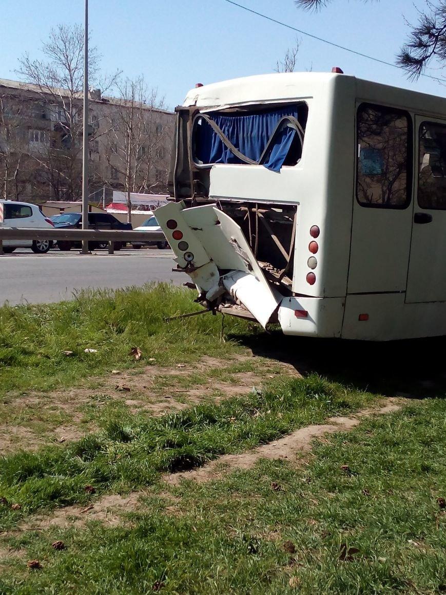 В Симферополе в столкновении двух маршруток пострадали 10 человек (ФОТО), фото-4
