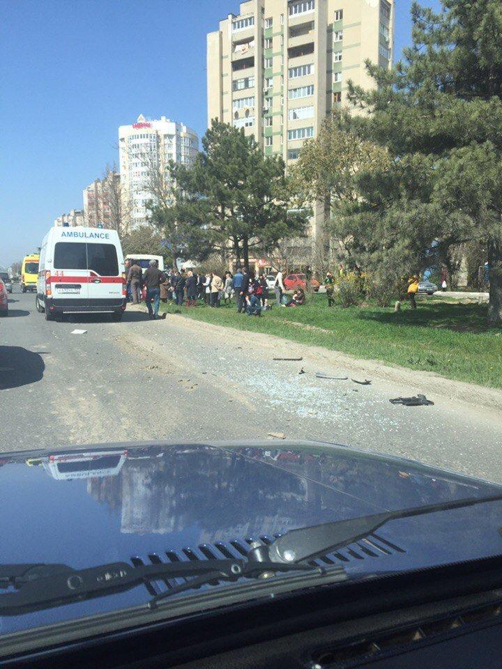 В Симферополе в столкновении двух маршруток пострадали 10 человек (ФОТО), фото-6