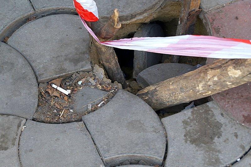 Провал на центральной улице Одессы увеличился (ФОТО), фото-1