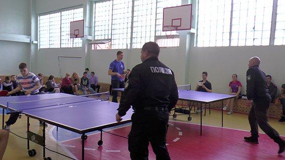 Турнір з настільного тенісу в Херсоні: школярі проти поліції (фото), фото-2