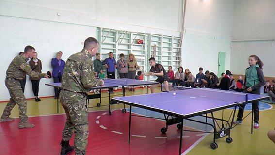 Турнір з настільного тенісу в Херсоні: школярі проти поліції (фото), фото-1
