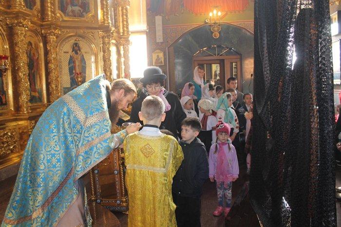 Благовещение в Свято-Покровском храме: 300 детей выпустили голубей в небо (ДОПОЛНЕНО), фото-1