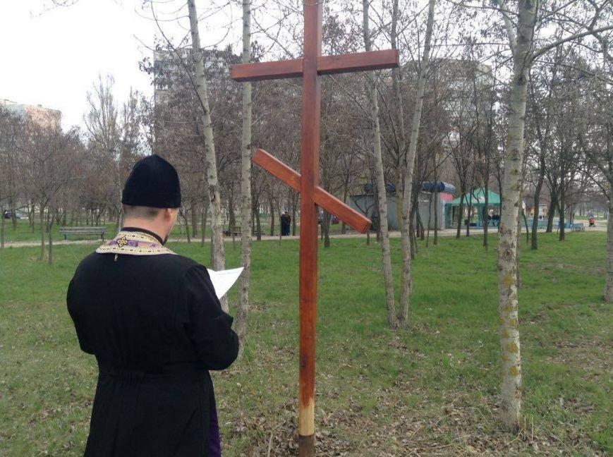 Возле креста на месте будущей церкви в Мариуполе провели богослужение (ФОТО, ВИДЕО), фото-2