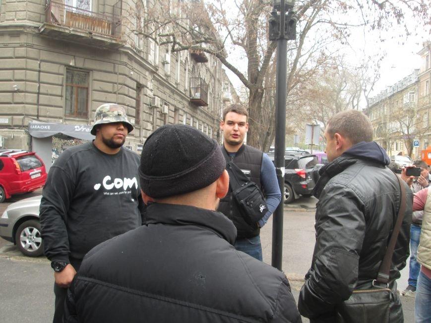Пока в телекомпании «Круг» изымали имущество, одесские патриоты выясняли отношения (ВИДЕО, ФОТО), фото-9
