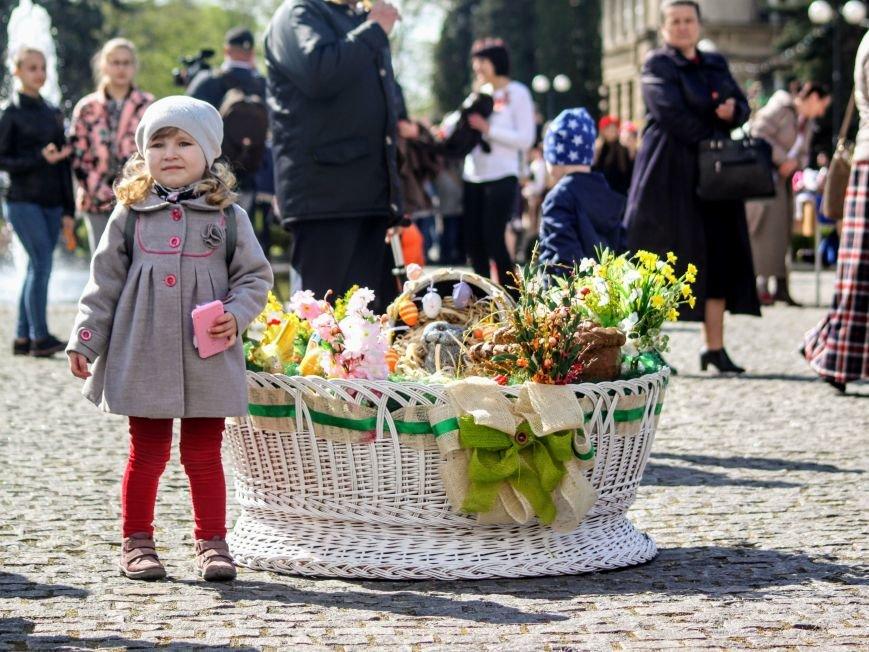 Ужгород розпочинає святкувати Великдень масштабним фестивалем писанок на Народній: фоторепортаж, фото-1