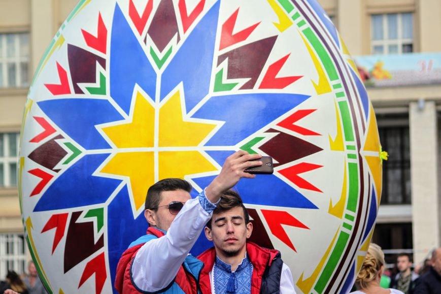 Ужгород розпочинає святкувати Великдень масштабним фестивалем писанок на Народній: фоторепортаж, фото-11