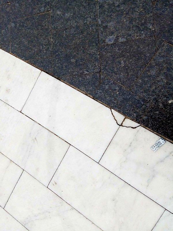 В Аркадии к новому сезону приматывают скотчем отваливающуюся плитку (ФОТОФАКТ), фото-12