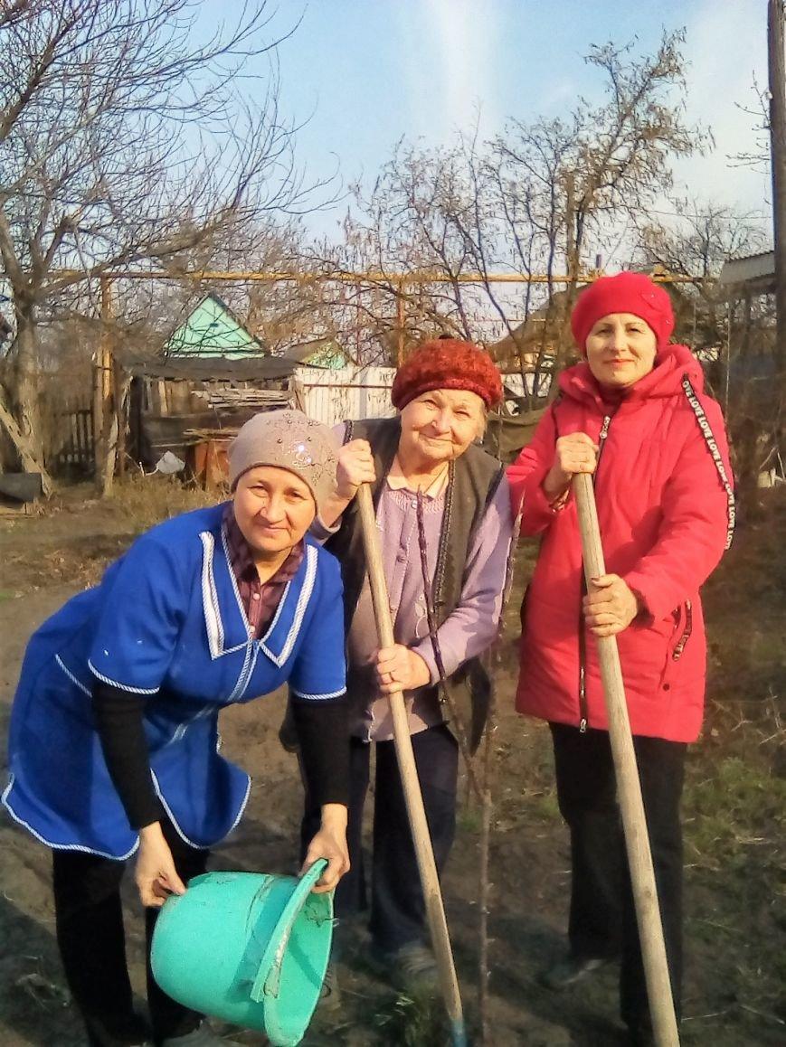Пожилые новошахтинцы приняли участие в Дне древонасаждения, фото-2