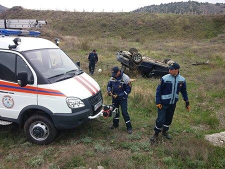 В Крыму автомобиль слетел с дороги и перевернулся (ФОТО), фото-2