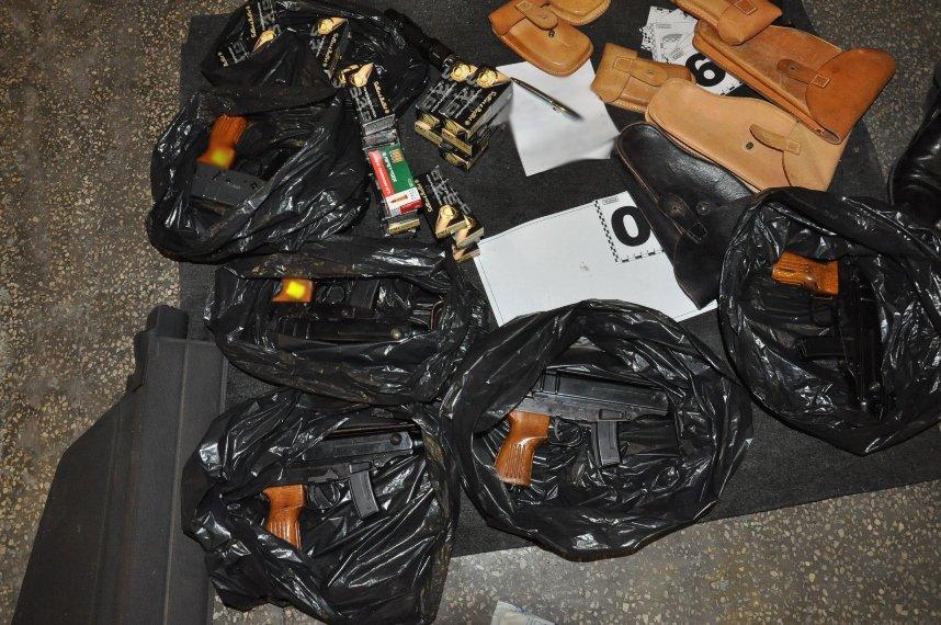 В Ужгороді двоє місцевих мешканців створили контрабандний канал з країнами ЄС і масштабно продавали зброю: фото, фото-4