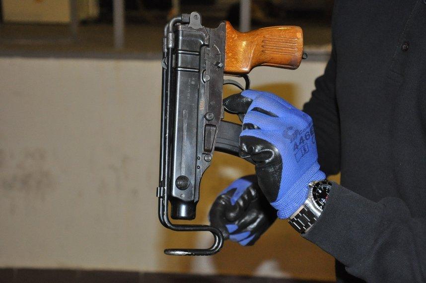 В Ужгороді двоє місцевих мешканців створили контрабандний канал з країнами ЄС і масштабно продавали зброю: фото, фото-2