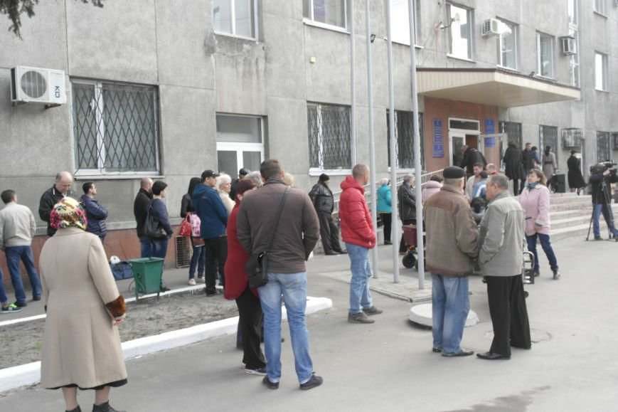 У стен исполкома проходит митинг в поддержку мэра Покровска Руслана Требушкина, фото-7
