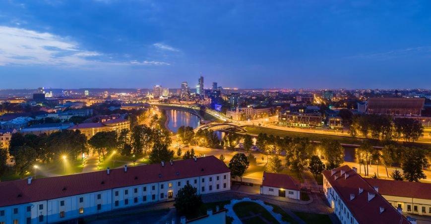 Vilnius_Modern_Skyline_At_Dusk,_Lithuania_-_Diliff