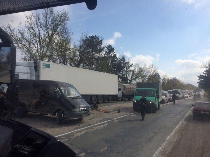 На трассе Симферополь-Севастополь фура врезалась в автомобиль дорожников: один человек погиб, двое пострадали (ФОТО, обновлено), фото-3