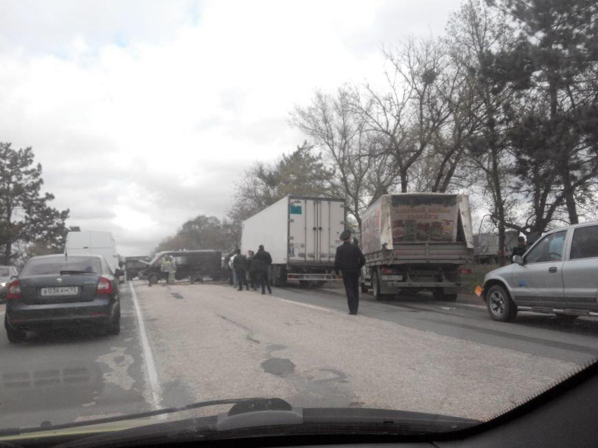 На трассе Симферополь-Севастополь фура врезалась в автомобиль дорожников: один человек погиб, двое пострадали (ФОТО, обновлено), фото-5