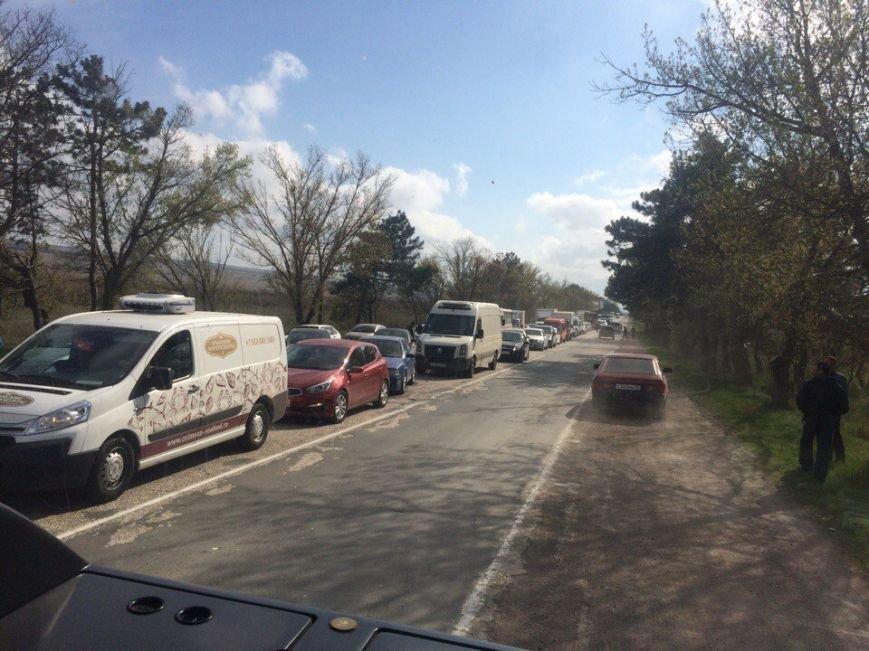 На трассе Симферополь-Севастополь фура врезалась в автомобиль дорожников: один человек погиб, двое пострадали (ФОТО, обновлено), фото-6