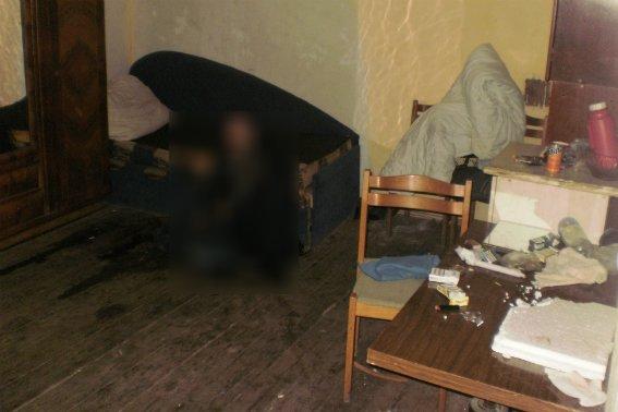 Поліція оприлюднила фотографії з місця жорстокого вбивства в Ужгороді, фото-3