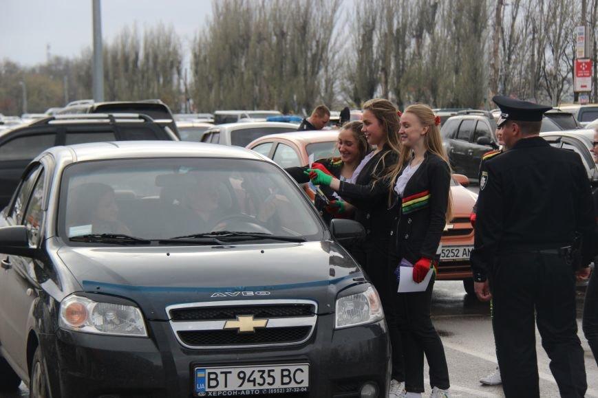 В Херсоне полицейские и дети провели флешмоб «Мы – за безопасность на дороге!» (фото), фото-2