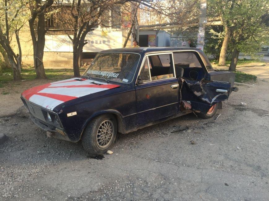 Симферопольцы превратили брошенный автомобиль в местную достопримечательность (ФОТОФАКТ), фото-2