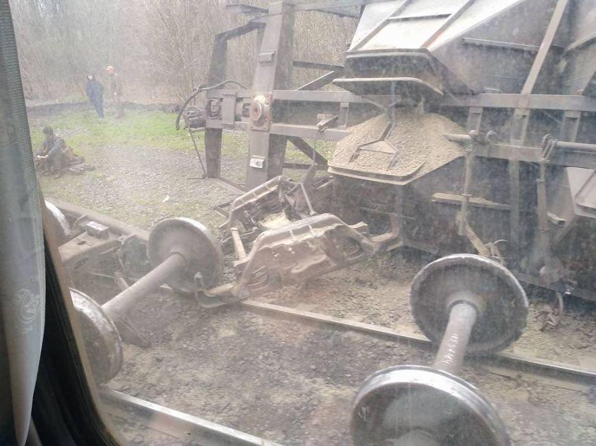 Под Мариуполем  перевернулись  грузовые вагоны (ФОТО), фото-2