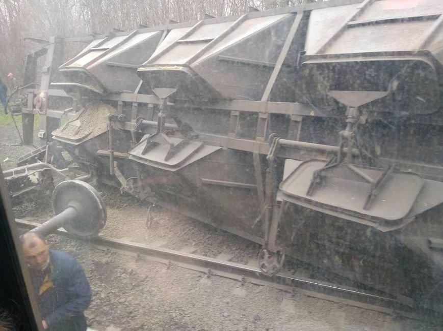 Под Мариуполем  перевернулись  грузовые вагоны (ФОТО), фото-1