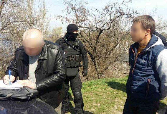 Поліцейські Дніпра пограбували злочинців, які переховувались у Павлограді (Відео), фото-2
