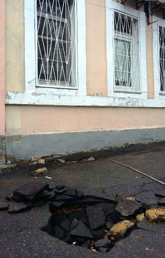 Одесса проваливается в катакомбы: На Слободке в домах пошли трещины (ФОТО), фото-1