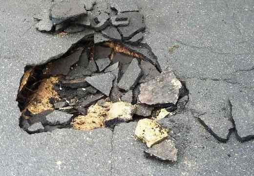 Одесса проваливается в катакомбы: На Слободке в домах пошли трещины (ФОТО), фото-2