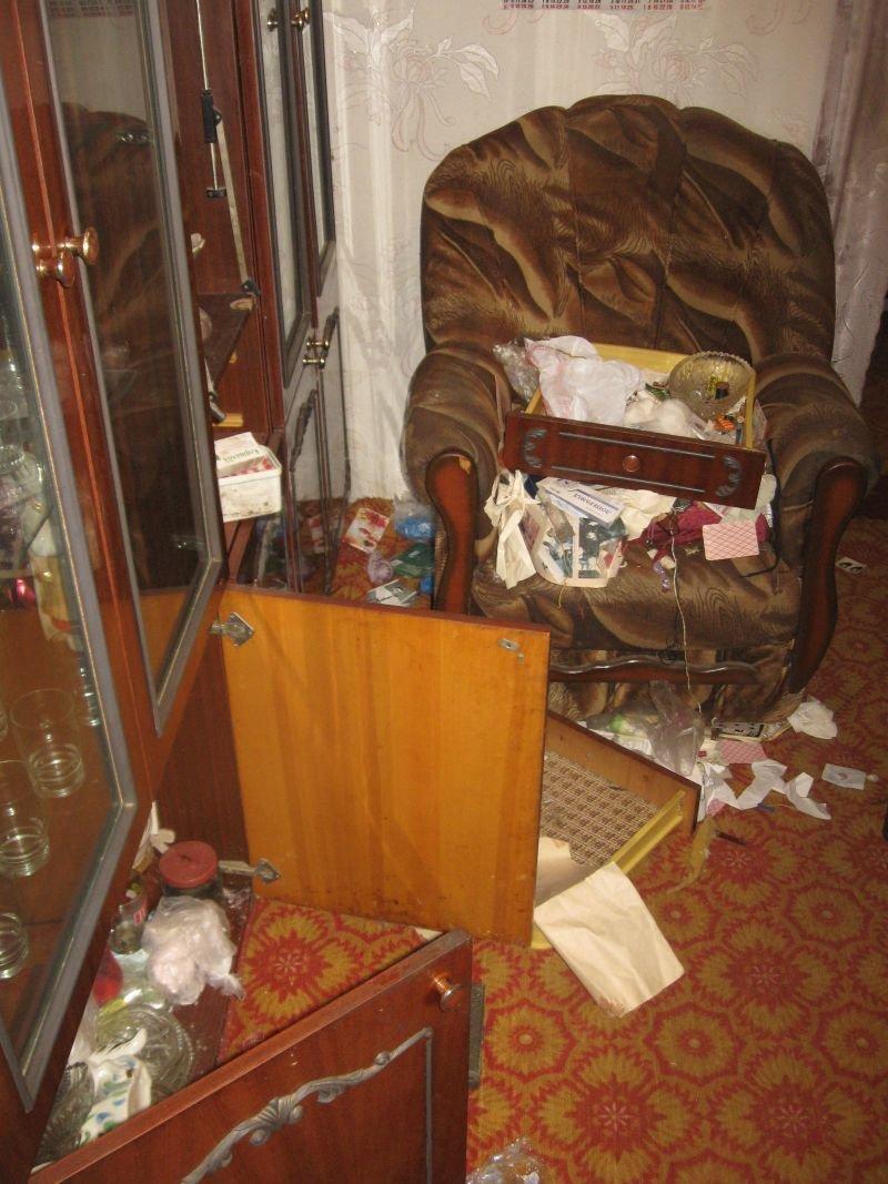 В Краматорске двое ограбили семью пенсионеров: забрали даже кастрюлю борща, фото-1