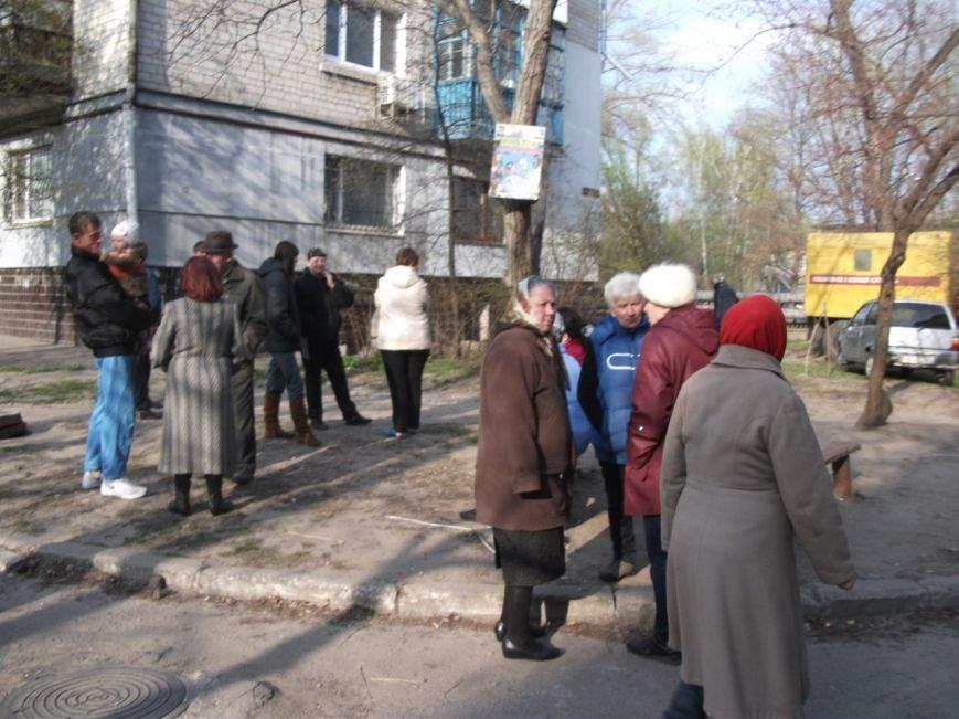 Каменчане на улице Освитней продолжают блокировать установку общедомового газового счетчика, фото-1