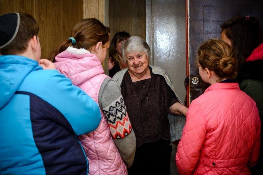 """В Херсоне ученики УВО """"ХАБАД"""" посетили ветеранов в преддверии Песаха (фото), фото-1"""