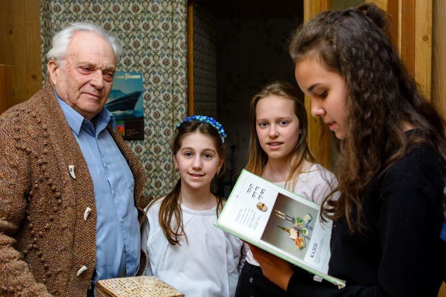 """В Херсоне ученики УВО """"ХАБАД"""" посетили ветеранов в преддверии Песаха (фото), фото-3"""