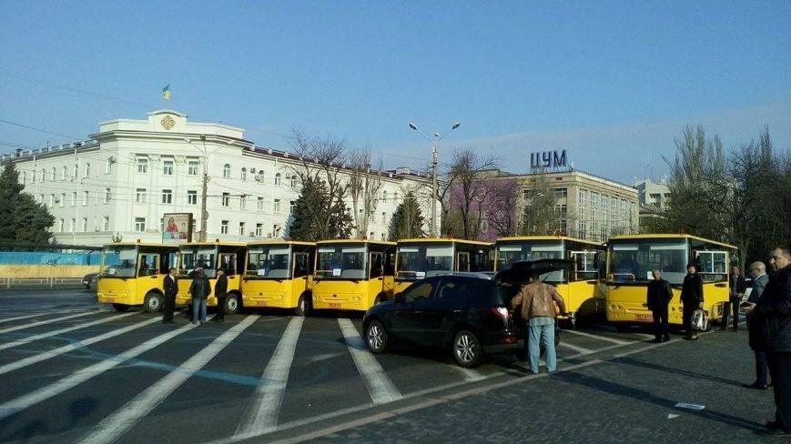 Херсон передает в районы партию новеньких школьных автобусов  (фото), фото-2