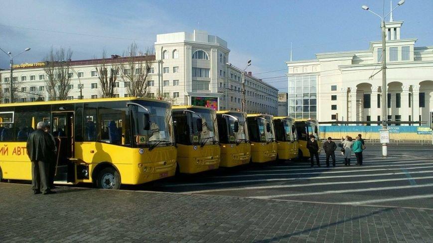 Херсон передает в районы партию новеньких школьных автобусов  (фото), фото-1