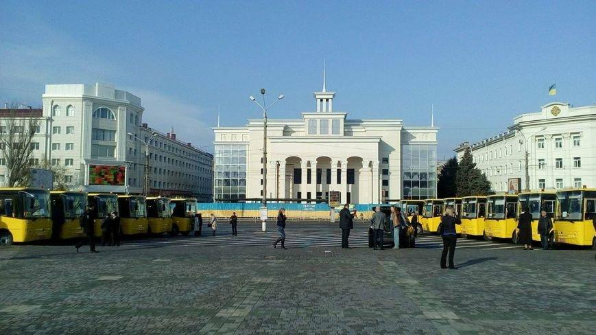 Херсон передает в районы партию новеньких школьных автобусов  (фото), фото-3