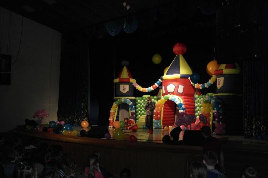 Шароотпадное шоу в Покровске: задорный смех детворы и восторг родителей, фото-5