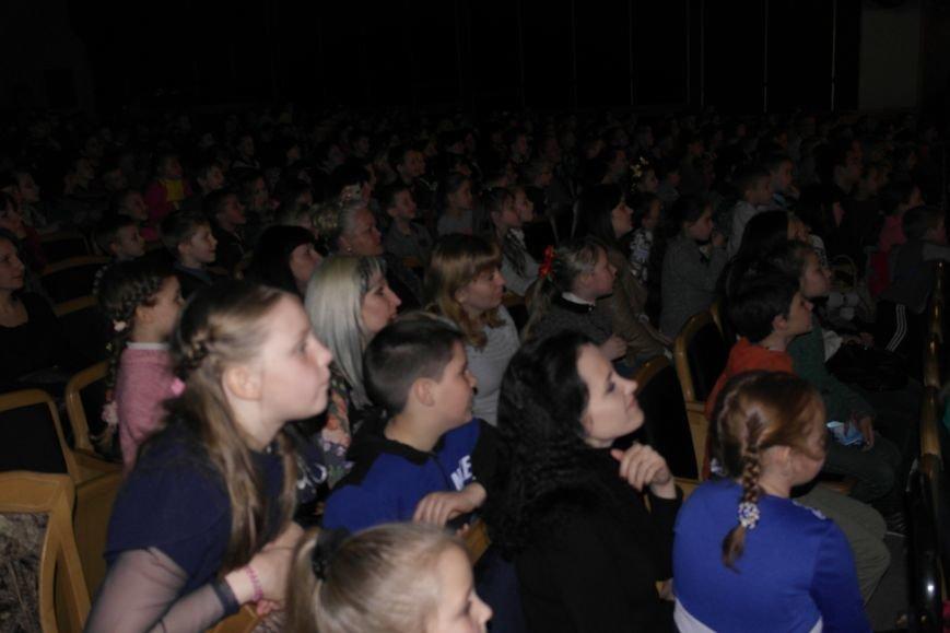 Шароотпадное шоу в Покровске: задорный смех детворы и восторг родителей, фото-6