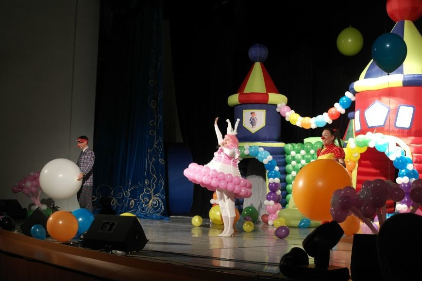 Шароотпадное шоу в Покровске: задорный смех детворы и восторг родителей, фото-1